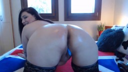 Curvaceous Italian Miss Pompy loves ass fuck n squirting