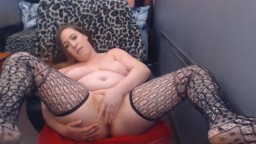 Curvy dominatrix Jenna with sexy toes rubbing her pussy