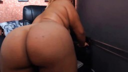 Ebony Lucious Peaches who has a enormous ass that claps