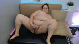 Chubby MILF Mary with nice fat soaking wet pussy gets cum