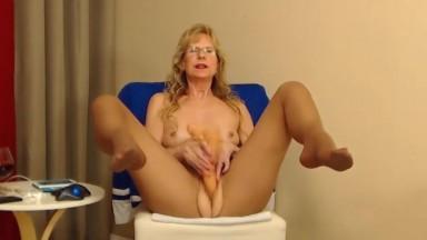 Obscene talker gran Brandi in pantyhose domination show