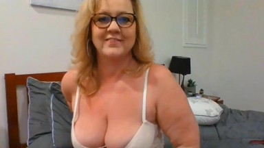 Friendly housewife Sadie James loves to tease and please