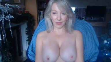 Busty mature lady from UK Christie good at turning you on