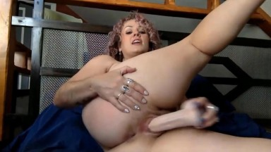 Busty babe Carina Marie the best at intimate conversation