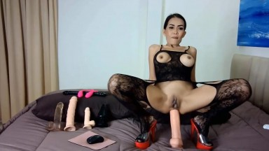 Cute Thai slut Noki does all that turns your mind and body