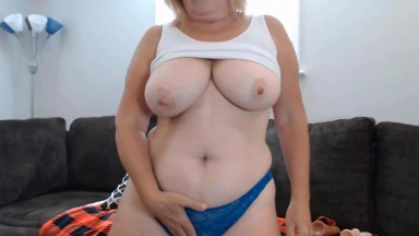 Sexual Viven Brooks likes being watched when she on camera