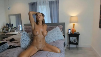 Athletic birdy Jay will make you feel special in her room
