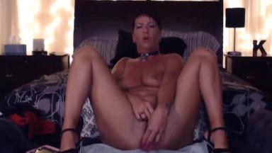 Submissive gorgeous MILF Natasha wanna be your slave